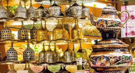 Turkish metallic luxurious tea pot and glasses for sale in grand bazaar