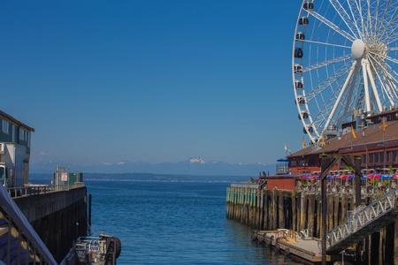 elliot: Seattle Great Wheel on waterfront  Stock Photo