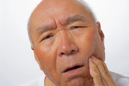 年配の男性の心配そうな顔 写真素材