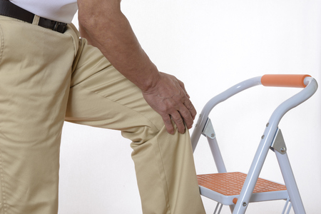 Lower half of seniors who suffer from knee pain