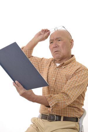 Read the book the farsighted senior 写真素材