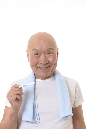Senior Japanese brush your teeth Banque d'images - 118988643
