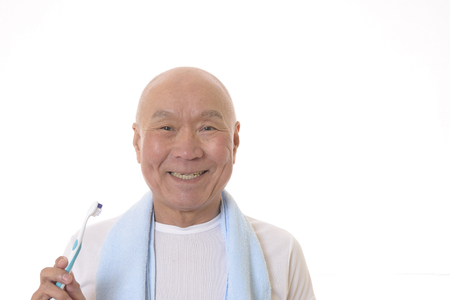 Senior Japanese brush your teeth Banque d'images - 119054015