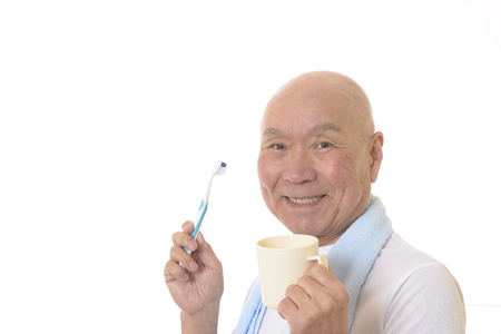 Senior Japanese brush your teeth Banque d'images - 119054097