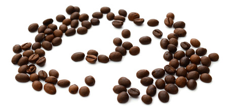 Granos de café aislados en fondo blanco Foto de archivo - 100056205