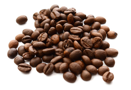 coffee beans isolated on white background Foto de archivo - 101379504