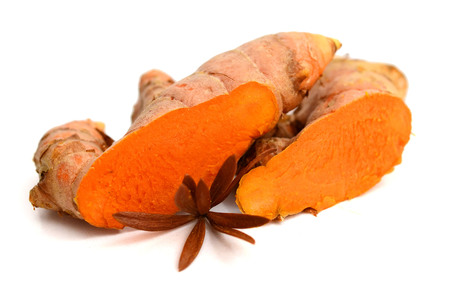 fresh turmeric roots isolated on white background Banque d'images - 118101889