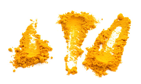 Turmeric powder spice pile isolated on white background Banque d'images - 118102063