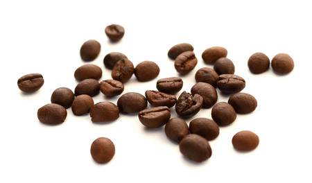 roasted coffee beans isolated in white background cutout Reklamní fotografie
