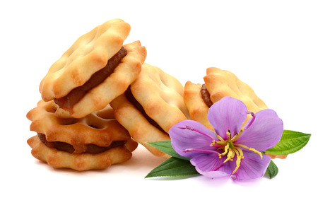 biscotto con marmellata di ananas su bianco