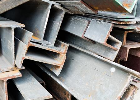 scrap metal: Rottami metallici