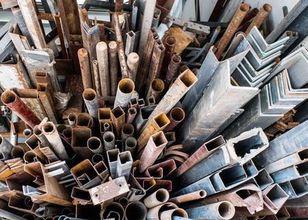 ferraille: Piles de la ferraille rouill�e Banque d'images