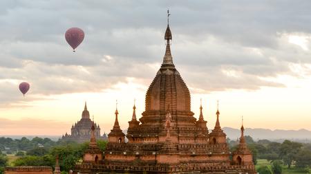 golden temple: Bagan Skyline