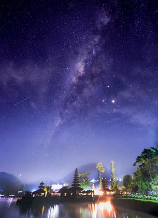 bratan: The milky way above Pura Ulun Danu Bratan Stock Photo