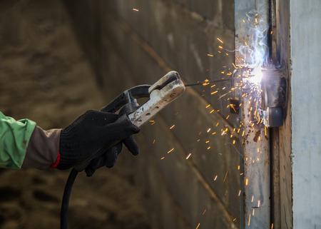 Welder Welding a Steel Bar Reklamní fotografie