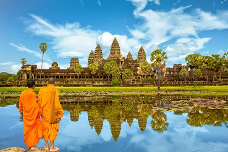 Angkor Wat es un complejo de templos en Camboya y el monumento religioso más grande del mundo. Siem Reap, Camboya. Imagen artística. Mundo de belleza Foto de archivo - 92317931