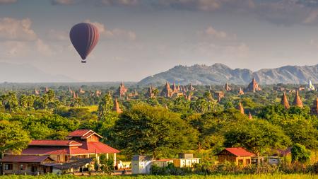 hwezigon Pagoda in Bagan, Myanmar Reklamní fotografie