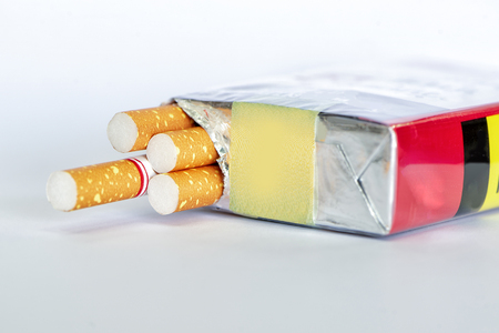 Photo of a pack of cigarettes close-up. Cigarettes with white filter. Stockfoto