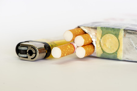 Cigarettes and lighter Stockfoto