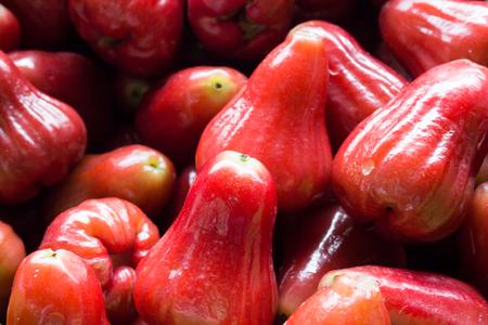 sweetsop: rosa mela al mercato Archivio Fotografico