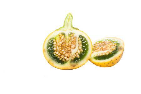 cystic: Various types of eggplant, aubergine, eggplant, yellow, white eggplants are both halved and cut, and paste on the eggplant, green eggplant flowers on a white backgroun