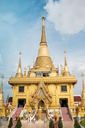 Temple of the Golden Buddha photo