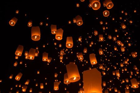 thai people: Thai people floating lamp