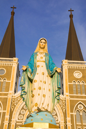 Mother Mary: Virgin Mary Statue blue sky background in Thailand church Stock Photo