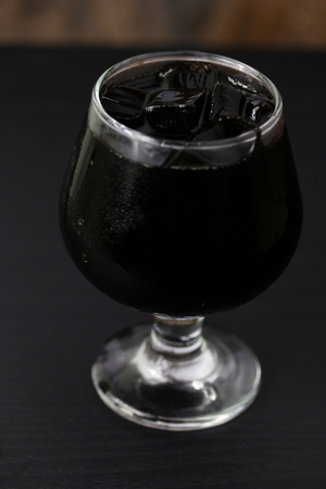 Grass jelly In a glass isolated on table background Imagens