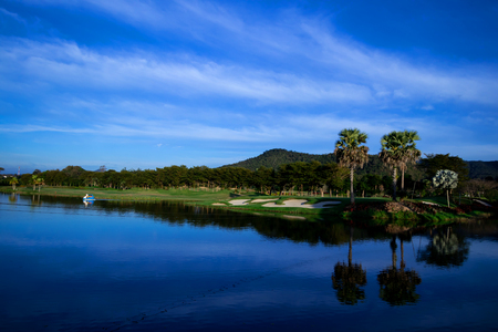 View of the golf course with Beautiful reservoir Foto de archivo - 114932928