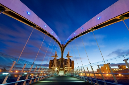 Inside view van Millennium Bridge Manchester op Salford Quays Stockfoto
