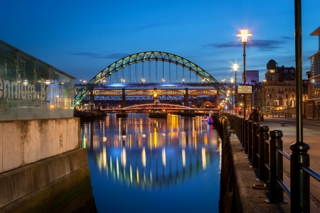 he Tyne Bridge is a through arch bridge over the River Tyne in North East England, linking Newcastle upon Tyne and Gateshead