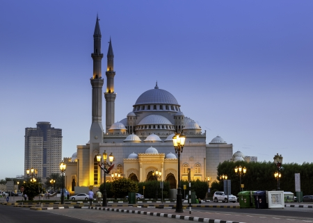 islamic wonderful: The Al Noor Mosque is a mosque in Sharjah  It is located on the Khaled lagoon at the Buhaira Corniche  Editorial