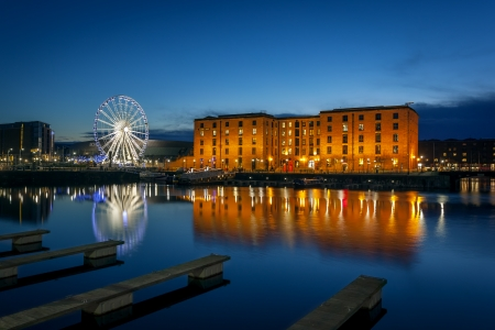 Het Albert Dock is een complex van dok gebouwen en magazijnen in Liverpool, Engeland Redactioneel