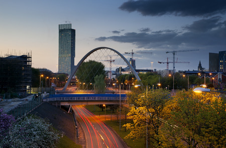 Beetham tower the tallest building in manchester and Hulme Arch bridge over princess road. Standard-Bild