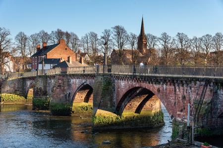 Grosvenor brug is een stenen boogbrug in Chester UK spaning over de rivier Dee.
