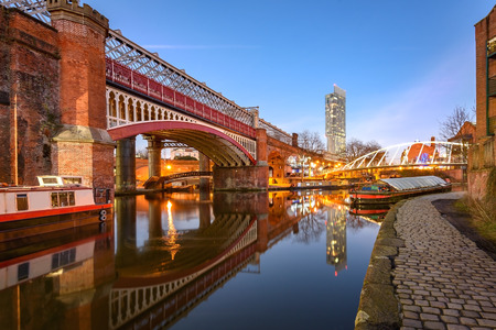 View of Manchester tallest building Beetham Tower, reflecting in Manchester Canal. Stockfoto