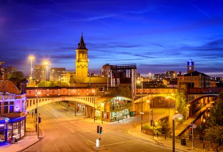 Manchester est la ville et à venir en Angleterre avec une certaine belle architecture.