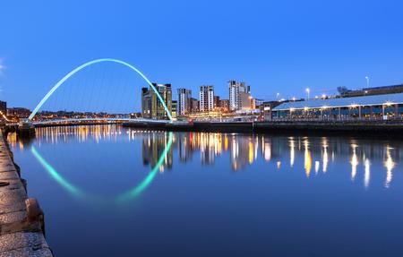 brige: Millennium brige over river Tyne in Newcastle Upon Tyne, England.