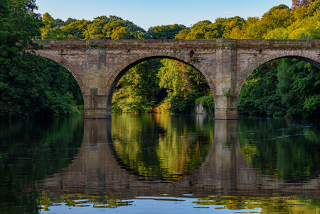 durham: Prebends Bridge, along with Framwellgate and Elvet, is one of three stone-arch bridges in the centre of Durham, England, that cross the River Wear. Stock Photo