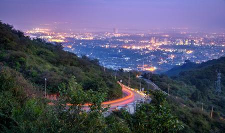Uitzicht op Islamabad vanaf de top van Margalla.