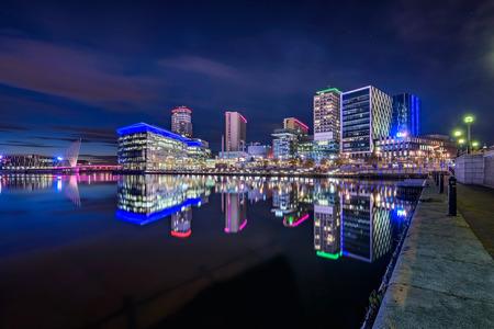 MediaCityUK ligt aan de oevers van het Manchester Ship Canal in Salford en Trafford, Greater Manchester, Engeland. Stockfoto