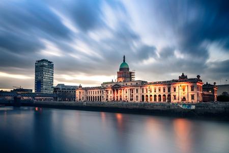 liffey: Customs House, on the River Liffey in Dublin, Ireland