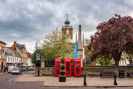 cabina telefonica: Session House a former courthouse now a visitor center in Northampton city, England, UK Foto de archivo