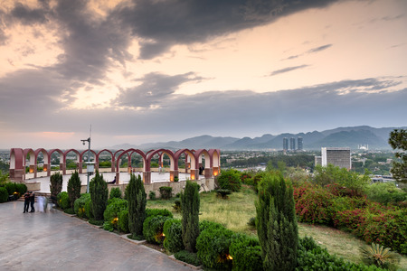파키스탄 기념물에서 이슬라마바드 스카이 라인의 전망