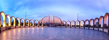 Panoramisch zicht op het Islamabad-monument vanaf de achterkant Stockfoto