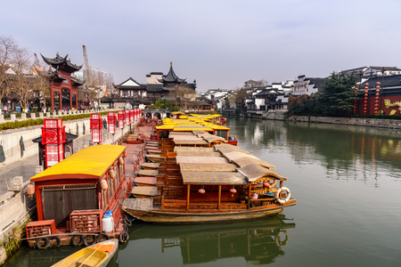 The Qinhuai River is a tributary river of Yangtze River with a total length of 110 km. It runs through central Nanjing and is the birthplace of the traditional Nanjing culture. Banco de Imagens