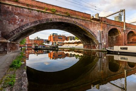 The Castlefield Bowl is an outdoor events pavilion in the inner city conservation area of Castlefield in Manchester in North West England. Stockfoto