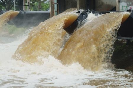 bomba de agua: tuber�a de agua grande