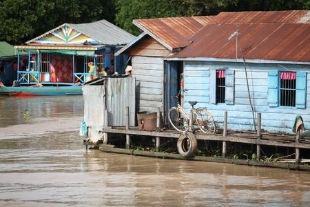 tonle sap: Cambodian people live beside Tonle Sap Lake in Siem Reap